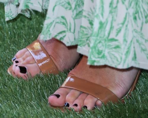 Lea-Michele-Feet-20094ffd84378d9495.jpg