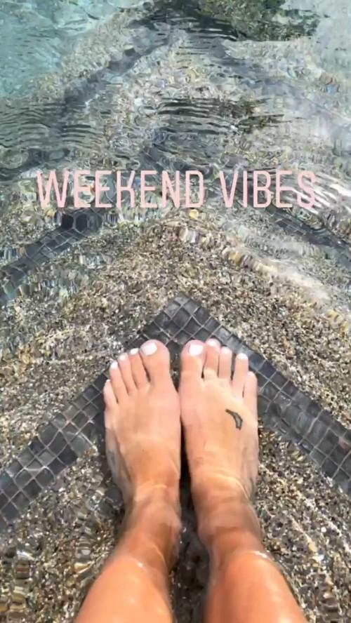 Lea-Michele-Feet-801ee648e20d616a9.jpg