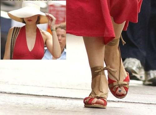 Leelee-Sobieski-Feet-1083fbca899f7f0226.jpg
