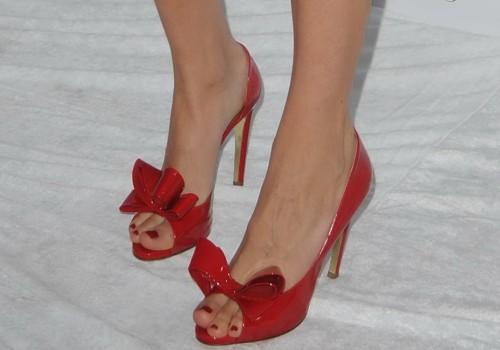 Leelee-Sobieski-Feet-2b094c7c4ca0ddf19.jpg