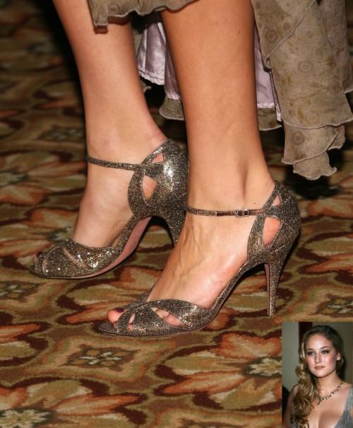 Leelee-Sobieski-Feet-9f36f08f1ec730c87.jpg