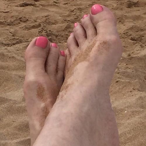 Leeza-Gibbons-Feet-5ba737a84d253b93e.jpg