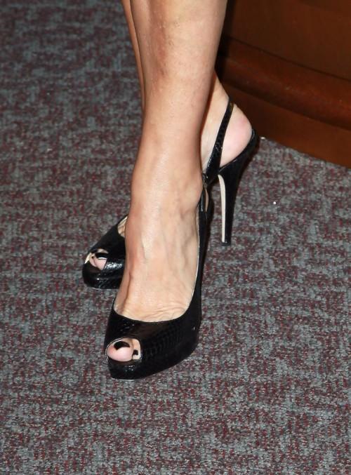 Lorraine-Bracco-Feet-30e821aac7e790ee5.jpg