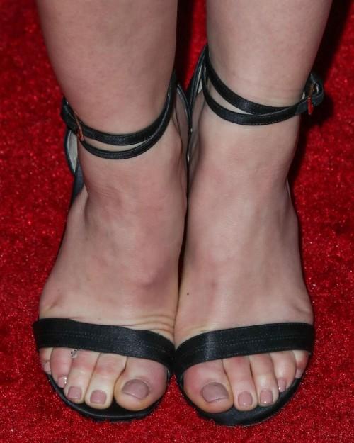 Lucy-Hale-Feet-2006dacb0875754767.jpg