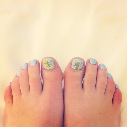 Lucy-Hale-Feet-33d11371121a3c79ba.jpg