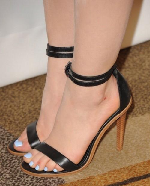 Lucy-Hale-Feet-359ad6825c6e8dfc1c.jpg