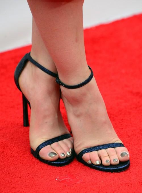Lucy-Hale-Feet-361d4c8a3f9c411961.jpg