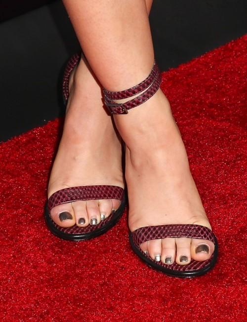 Lucy-Hale-Feet-3794cd2f795b2f230a.jpg