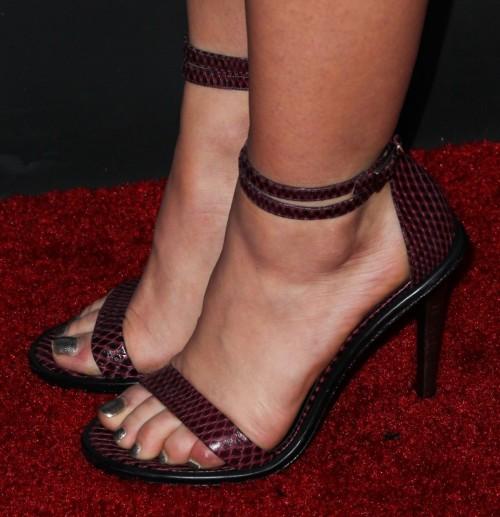 Lucy-Hale-Feet-393bd774a7fd4ed8f5.jpg