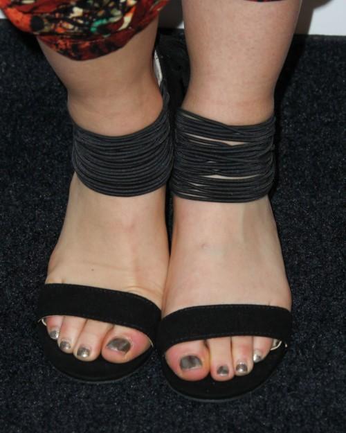 Lucy-Hale-Feet-4179fc65e0d5dcfeb7.jpg