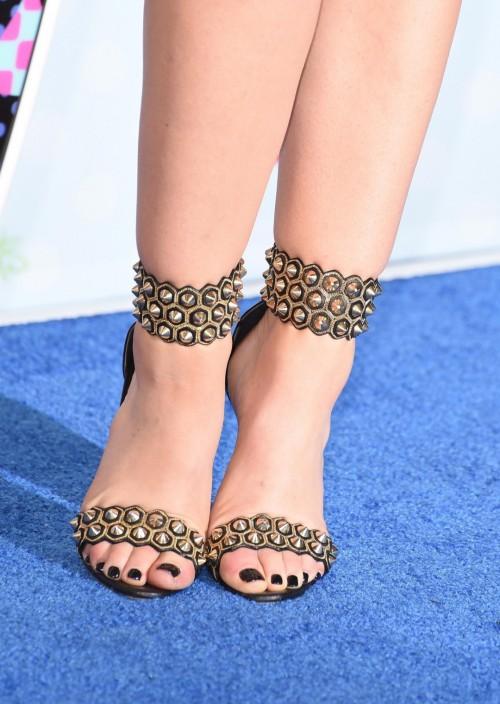 Lucy-Hale-Feet-44960f38e7d0172f1c.jpg