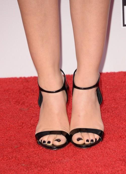 Lucy-Hale-Feet-4764e1450d00a21a00.jpg