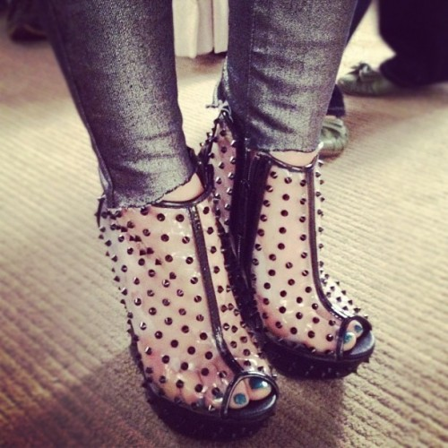 Lucy-Hale-Feet-493da58db69c0e6b50.jpg