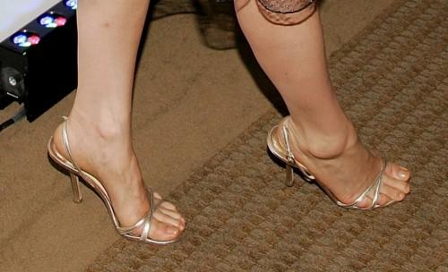 Lucy-Liu-Feet-25728a95700078675.jpg