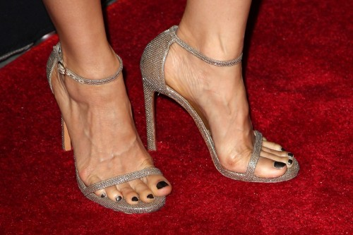 Lucy-Liu-Feet-8700fd51ca2cea4f9.jpg