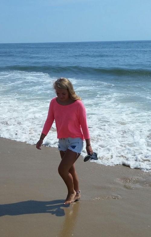 Lydia-Griffiths-Feet-54474307c746439324a5f8b.jpg