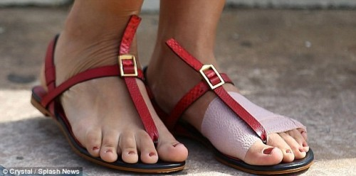 Maggie-Gyllenhaal-Feet-3ac81745130933e3c.jpg