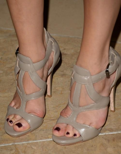 Malin-Akerman-Feet-1670f54b6f902f2c9f.jpg