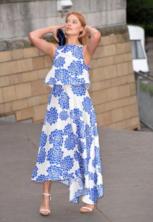 Margot-Robbies-Feet-380333e8e18e54770a.jpg