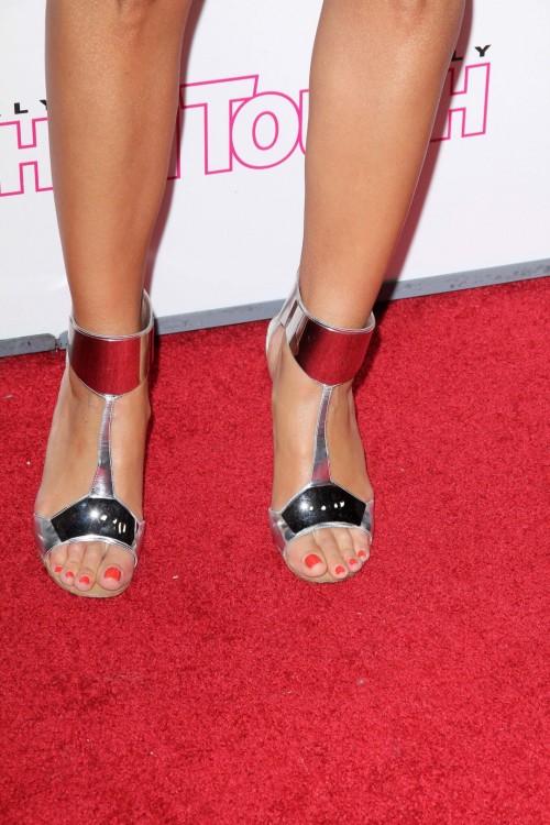 Maria-Menounos-Feet-19adfe609f9572b644.jpg