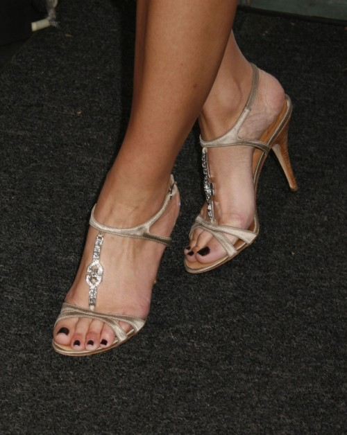 Maria-Menounos-Feet-269631f660def6eff9.jpg