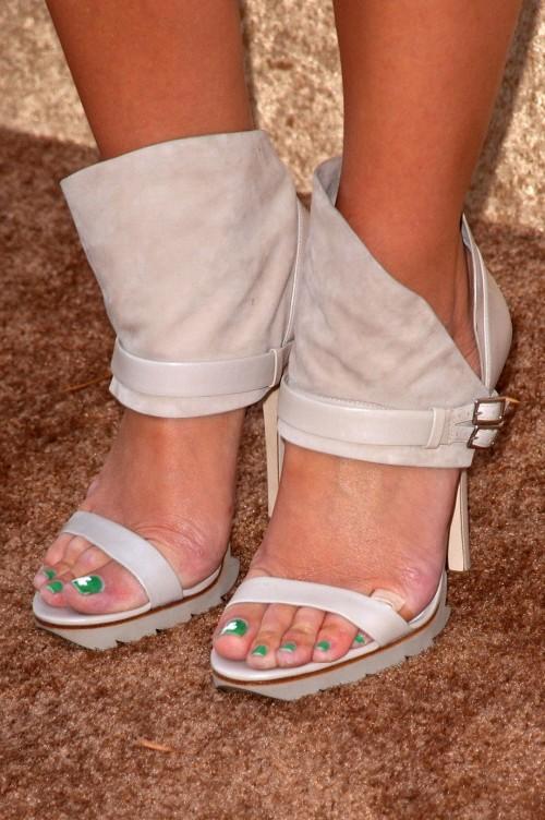 Maria-Menounos-Feet-29c8be8a2573ebee7b.jpg
