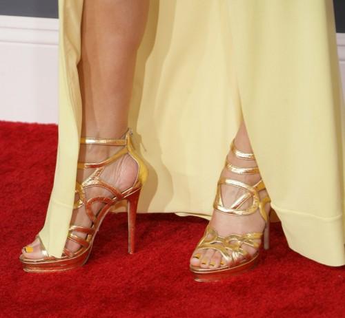 Maria-Menounos-Feet-30e13202a81f9176a5.jpg