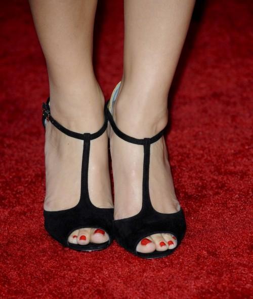 Maria-Menounos-Feet-31cef26aa302365a6c.jpg