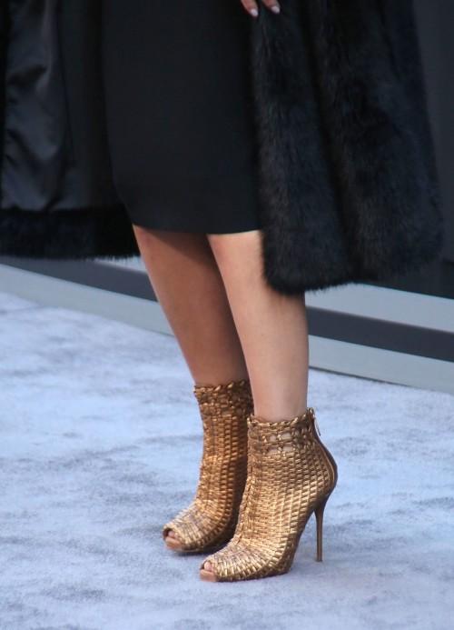 Maria-Menounos-Feet-37bf49c9bc2dc0fb10.jpg