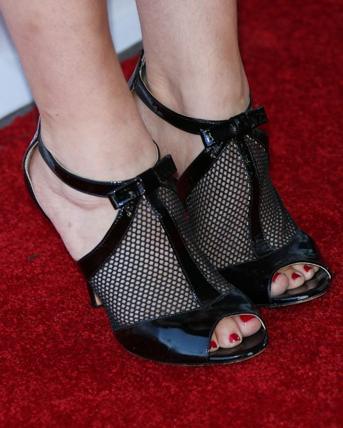 Mayim-Bialik-Feet-1164841924db5f0392.jpg