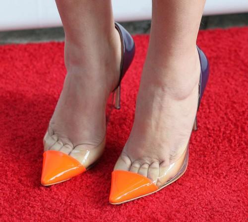 Mayim-Bialik-Feet-12f8360b47c6c39057.jpg