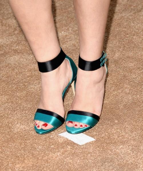 Mayim-Bialik-Feet-18fe92ee9a44ddec6.jpg