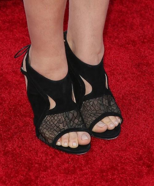 Mayim-Bialik-Feet-3ecd30197e3b21f47.jpg