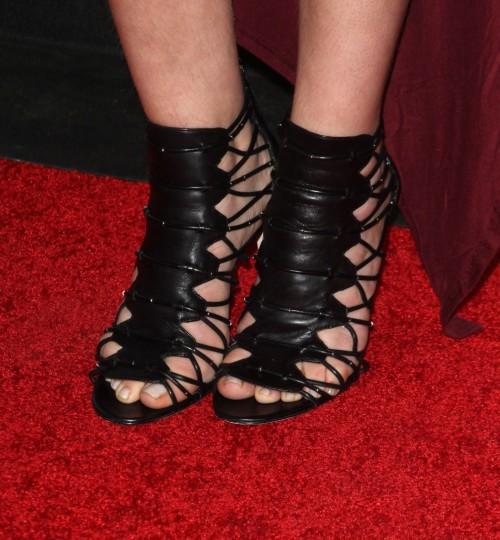 Mayim-Bialik-Feet-42e795bbc57589859.jpg