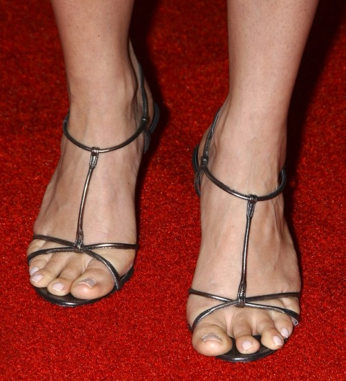 Megyn-Price-Feet-1be2e9dc64efef80b.jpg