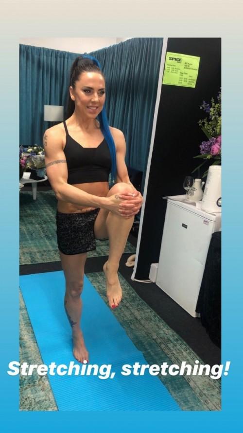 Melanie-Chisholm-Feet-175c67588fd0c0c237.jpg