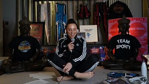 Melanie-Chisholm-Feet-22c23c692cf65bd335.jpg
