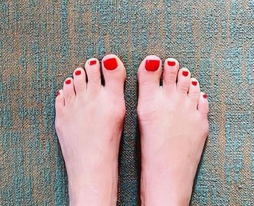 Melanie-Sykes-Feet-137af6b50fa9441eee.jpg