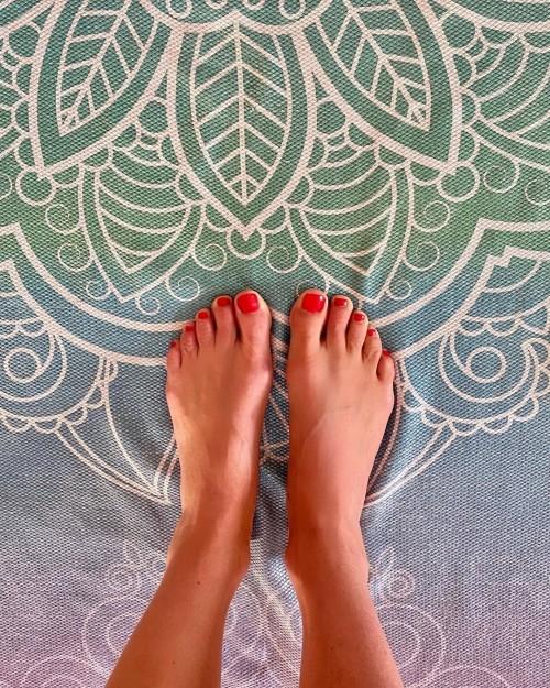Melanie-Sykes-Feet-16a8a8f82ddb97497d.jpg
