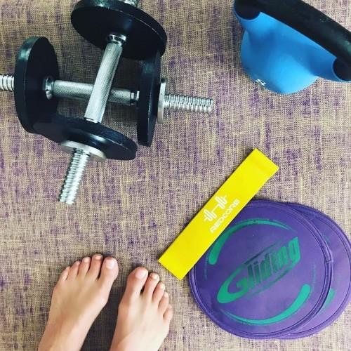 Melanie-Sykes-Feet-8459f073246e2faf5.jpg