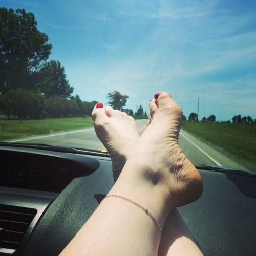 Melissa-Gilbert-Feet-48b3db9a136d64c21.jpg