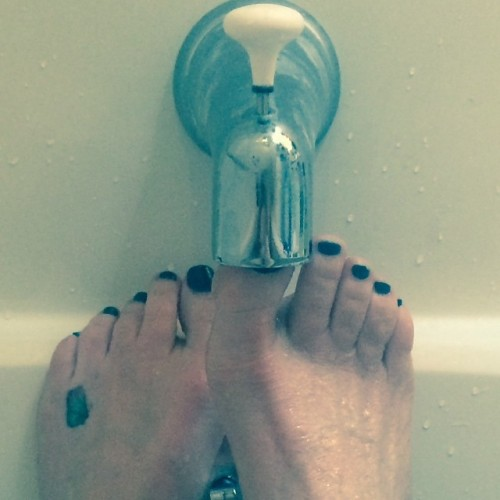 Melissa-Gilbert-Feet-5ea525e480847ddde.jpg