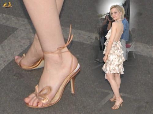 Mena-Suvari-Feet-1791a15033d5e12ef8.jpg