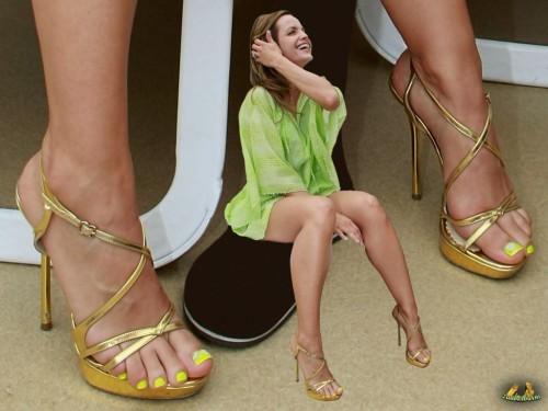 Mena-Suvari-Feet-194829d44fdfb3c879.jpg