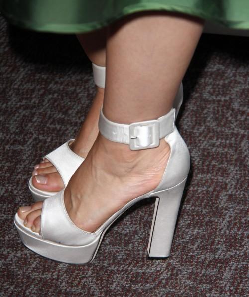 Mena-Suvari-Feet-36cd7b8f9488c22cae.jpg