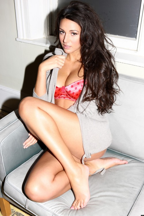 Michelle-Keegan-Feet-36eab1ef5cd745c00.jpg