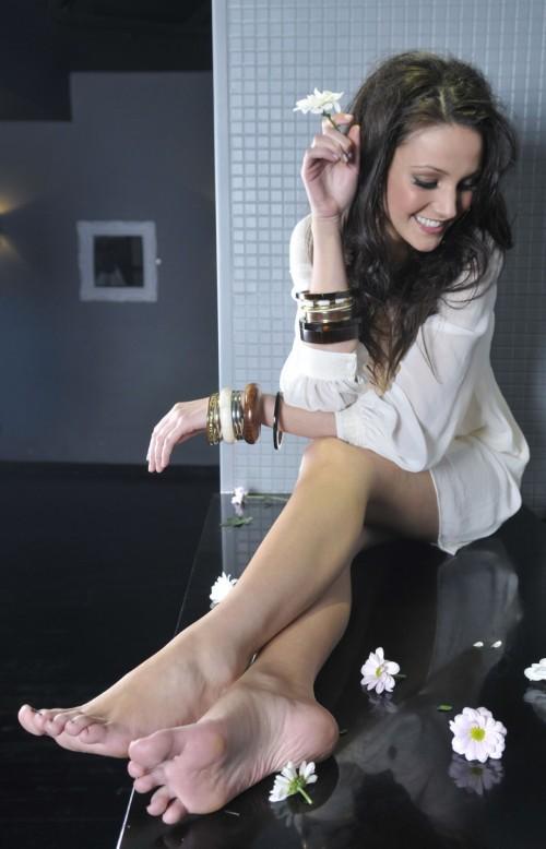 Michelle-Keegan-Feet-909ad4c3344395e0a.jpg
