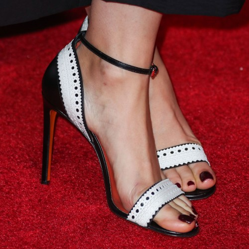 Mila-Kunis-Feet-Close-up4f7adcfd48c90758.jpg