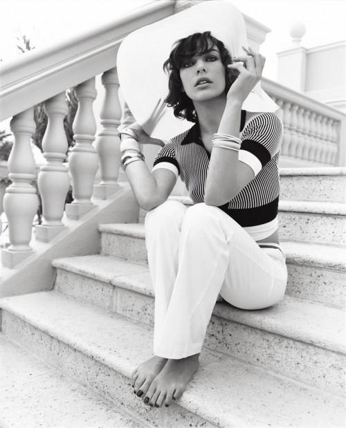 Milla-Jovovichs-Feet-1019dbba98f484b3a91.jpg