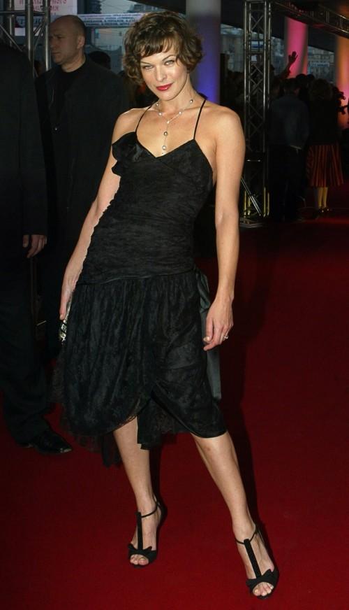 Milla-Jovovichs-Feet-788d3fe2766687d780.jpg